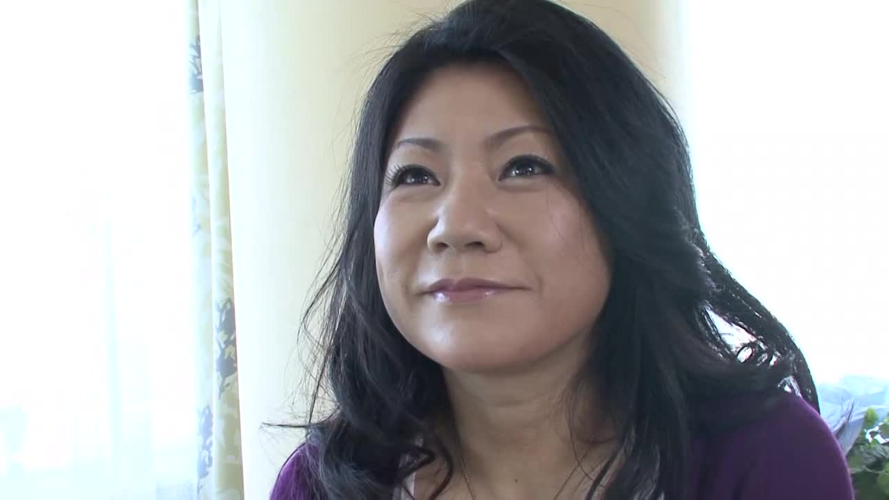 【松崎志津子/五十路の初撮りドキュメント企画】50歳の年増の人妻がアダルトビデオに出演する
